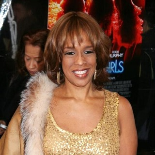 Gayle King in Dreamgirls New York Movie Premiere - Arrivals