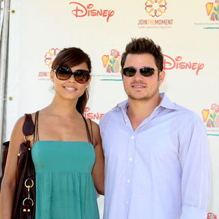 "Nick Lachey, Vanessa Minnillo in 20th Annual ""A Time for Heroes"" Celebrity Carnival - Arrivals"