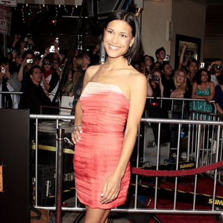 "Julia Jones in ""The Twilight Saga's New Moon"" Los Angeles Premiere- Arrivals"