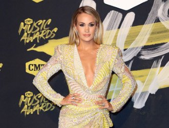 CMT Music Awards: Carrie Underwood and Kelly Clarkson Glam Up on Red Carpet