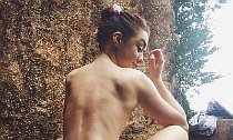 Photos of Topless Maisie Williams Are Leaked