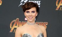 Scarlett Johansson Accidentally Flashed Her Vagina on Plane