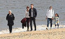 Taylor Swift and Tom Hiddleston Hit the Beach in U.K. With His Family