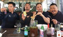 Doctor Strange, Iron Man, The Hulk, Wong Hang Out Together in 'Infinity War'