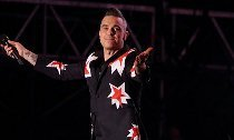 FOX Apologizes for Airing Robbie Williams' Offensive Gesture