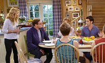 'Fuller House' Trailer Features 90s References, Sassy Kimmy