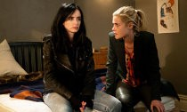 Jessica Jones and Trish Arrested in Season 2 Set Photos