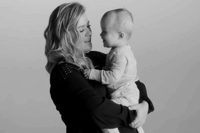 How Adorable! Kelly Clarkson's Daughter Stars in 'Piece by Piece' Music Video