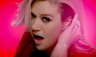 Kelly Clarkson Reveals She Lost Her Voice Afer Giving Birth, Thought Career Was Over