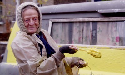 Maggie Smith Lives in Alex Jennings' Driveway in First 'Lady in the Van' Trailer