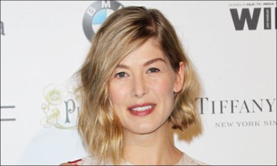 Rosamund Pike in Talks to Star in 'The Deep Blue Good-by'