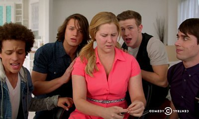 Amy Schumer Tells Girls They Don't Need Makeup in One Direction Parody