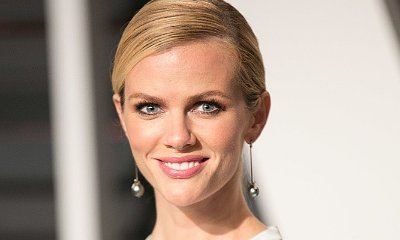 Pregnant Brooklyn Decker Craves Orange Juice, Knows Sex of Upcoming Baby