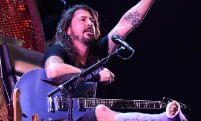 Video: Injured Dave Grohl Performs on a Throne at Foo Fighters' D.C. Concert