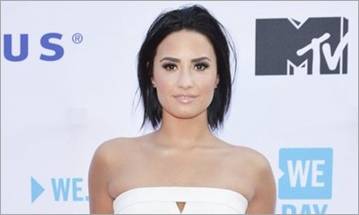 Demi Lovato Seems Amused by Fan Who Asks Her to Sign Nude Photo