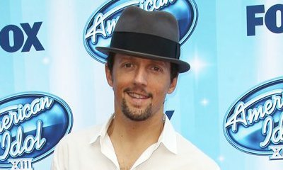 Jason Mraz Gets Married, Shares Wedding Picture