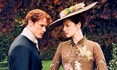 Sam Heughan and Caitriona Balfe Looks Stunning in 'Outlander' Season 2 New Pic