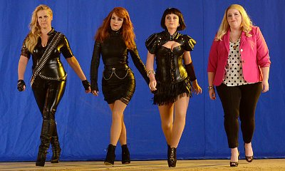 Tina Fey, Amy Poehler, Amy Schumer Recreate Taylor Swift's 'Bad Blood' for 'SNL'