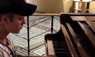 Watch Justin Bieber Impressively Cover 'Work' and 'Hotline Bling' on Piano