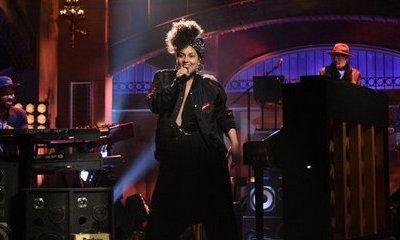 Video: Alicia Keys Performs New Song on 'SNL'