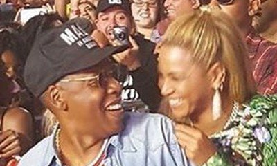 Beyonce Cozies Up to Jay-Z, Hangs With Bill Clinton, Sings Along to Coldplay at Made in America