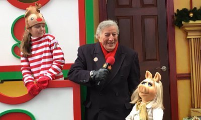 Miss Piggy Saves Tony Bennett's Life at Macy's Thanksgiving Day Parade