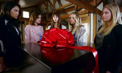 'Pretty Little Liars': The Girls Get Unexpected Gift From A.D. in Season 7B Clip