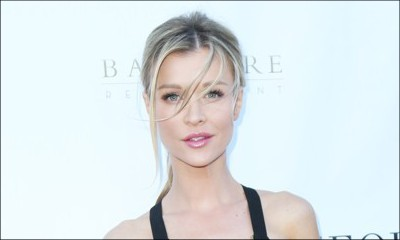 Joanna Krupa Strips Fully Naked in New Photo