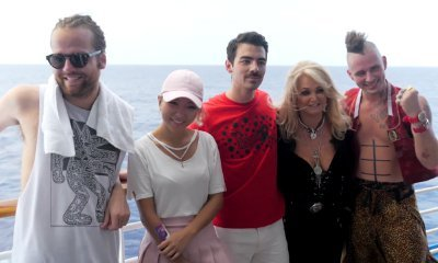 Bonnie Tyler Teams Up With DNCE to Perform 'Total Eclipse of the Heart' During Solar Eclipse