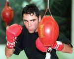 Oscar De La Hoya to Visit U.S. Troops and Teach Them Boxing