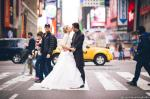 Zach Braff Makes Hilarious Cameo in Random Couple's Wedding Photo