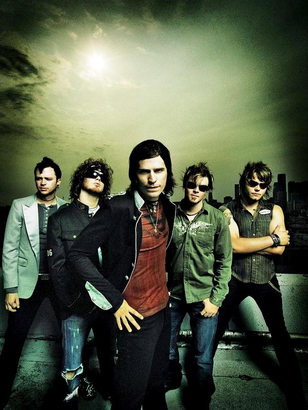 Video Premiere: Hinder's 'Use Me'