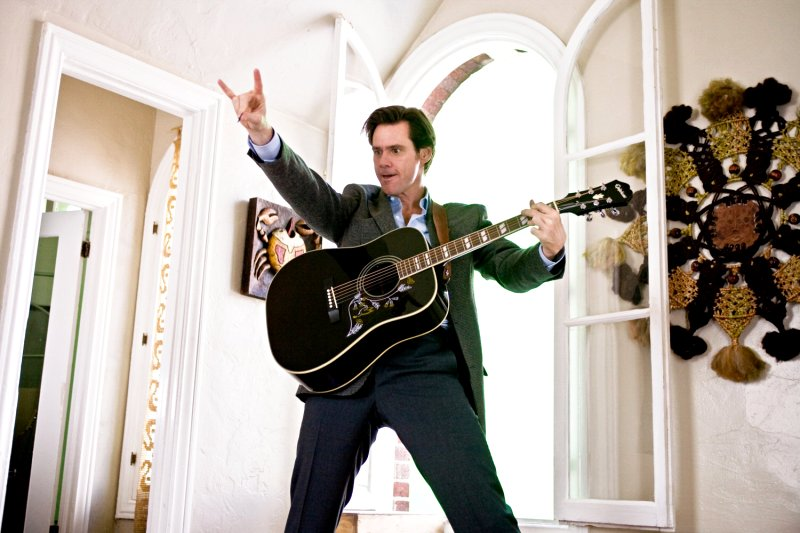 Fresh Photos of the Crazy Things Jim Carrey Does in 'Yes Man'