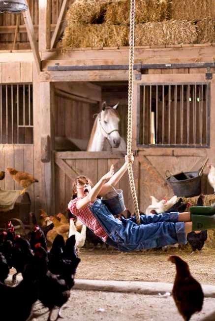 Fresh 'Hannah Montana: The Movie' Stills Share More of Miley Cyrus