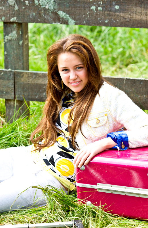 Two Minutes of 'Hannah Montana: The Movie' Bloopers