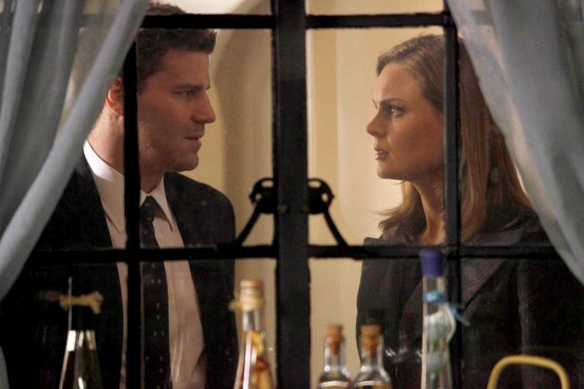 Preview of 'Bones' 4.22: Booth Steals a Body From Funeral