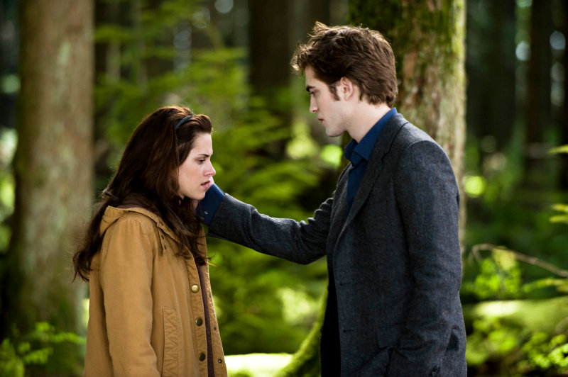 Robert Pattinson's Edward Appears as Hallucination in 'New Moon'