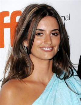 Penelope Cruz Takes Home 2009 ALMA Award