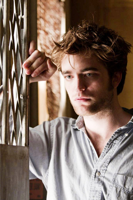 New Stills From Robert Pattinson's 'Remember Me' Unveiled