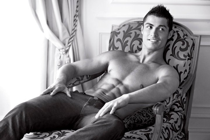 Cristiano Ronaldo Shows Buff Bod in Emporio Armani New Ads