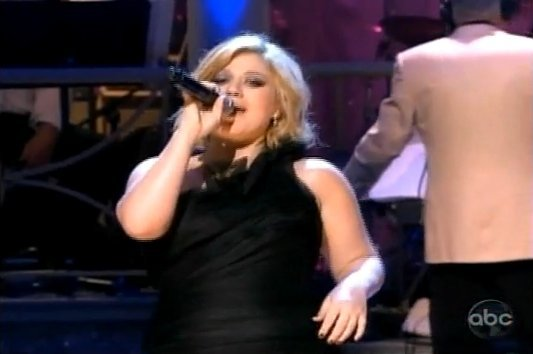 Video: Kelly Clarkson Sings for President Obama at 4th of July Celebration
