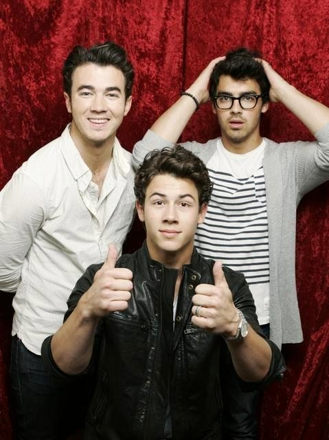 Sneak Peek to Jonas Brothers' 'Hey You' Video From 'Jonas L.A.'