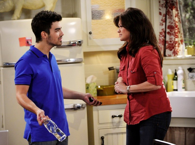 Clip of Joe Jonas' Appearance on 'Hot in Cleveland'