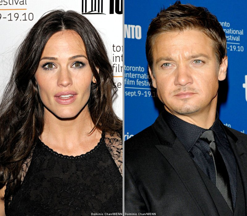 Jennifer Garner to Have 'Chemistry' With Jeremy Renner