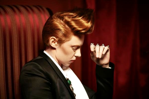 New Version of La Roux's 'In for the Kill' Music Video