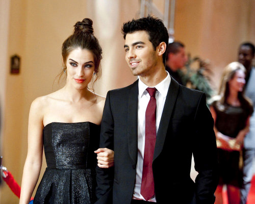 First Look: Joe Jonas as Himself on '90210'