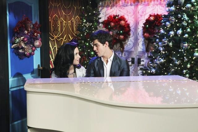 Pics of Joe Jonas Guest Starring on Demi Lovato's 'Sonny with a Chance'