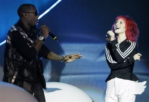 2010 MTV EMAs: B.o.B Collaborating With Hayley Williams
