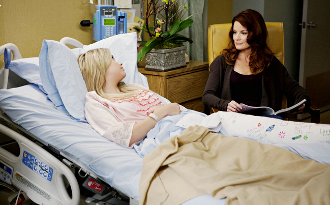 Picture of 'Pretty Little Liars' 1.11: Hanna Visited by Her Mom in Hospital