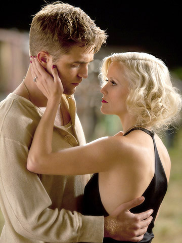 Official Stills for Robert Pattinson's 'Water for Elephants' Released